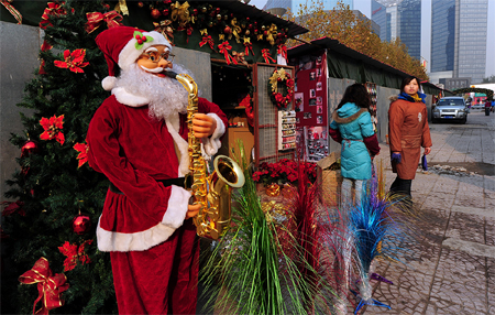 Santa with a saxophone is something peculiarly Chinese, though no one seems to know the roots of the tradition