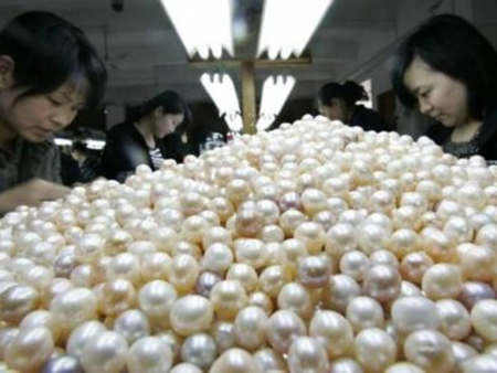 Overproduction Takes Shine Off Chinese Pearls