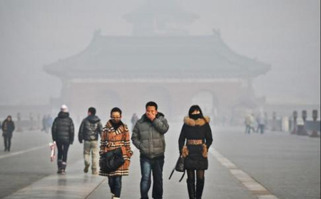 Smog obscures the Temple of Heaven in Beijing. The capital saw some of its worst air pollution in a decade. With fog making things worse, roads were closed and flights hit elsewhere. Photo: Xinhua