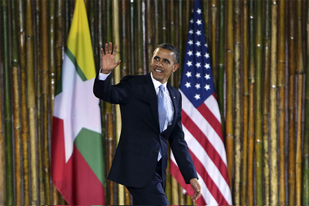 U.S. President Barack Obama waves as he arrives to delivers a speech at the University of Yangon in Yangon, Myanmar. Photographer: Dario Pignatelli/Bloomberg