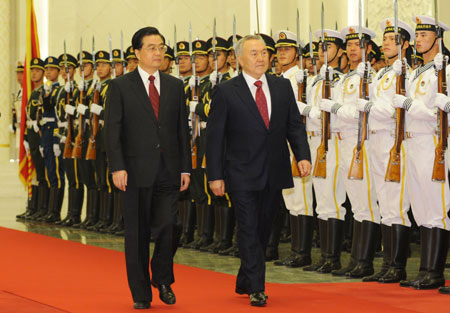 Chinese President Hu Jintao and Kazakhstan's President Nursultan Nazarbayev review Chinese honour guards