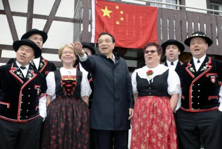 Li Keqiang enjoying Swiss Traditional Jodeling.