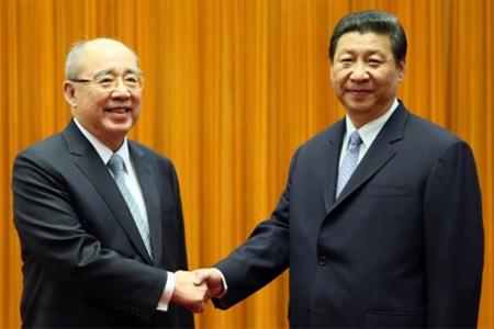 KMT chairman Wu Poh-hsiung (left) meets President Xi Jinping