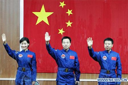 Chinese taikonauts (from left) Liu Yang, Jing Haipeng and Liu Wang