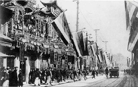 Nanjing Road in Shanghai after the Xinhai Revolution, full of the Five-Races-Under-One-Union flags then used by the revolutionaries.