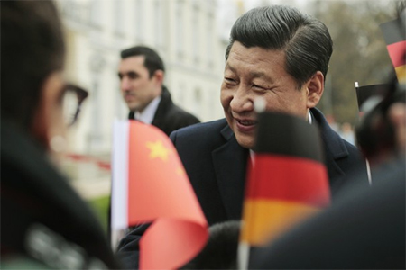 Chinese President Xi Jinping talks to students during the welcoming ceremony by German President Joachim Gauck at Bellevue palace in Berlin