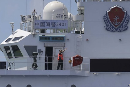 The Chinese crew instructed the Filipinos to turn away
