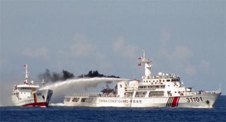 A Chinese ship (R) uses water cannon on a Vietnamese Sea Guard ship on the South China Sea near the Paracels islands, in this handout photo taken on May 3, 2014 and released by the Vietnamese Marine Guard on May 8, 2014