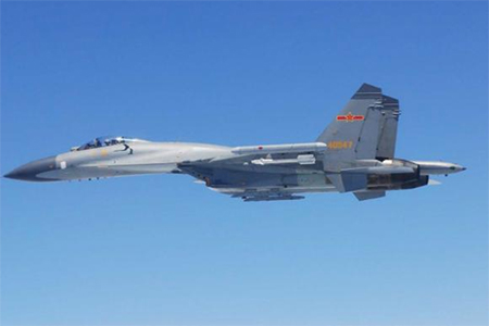 A Chinese SU-27 fighter flies over the East China Sea, in this handout photo taken May 24, 2014 and released by the Defence Ministry of Japan May 25, 2014