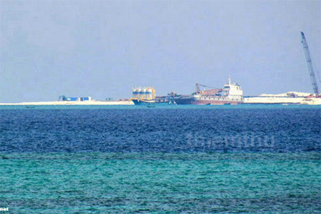 Chinese fleet carrying out large-scale reclamation on Johnson South Reef