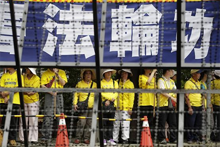 Falun Gong members take part in a protest as Zhang Zhijun, director of China's Taiwan Affairs Office, visits the labour activity centre in New Taipei City, June 26, 2014