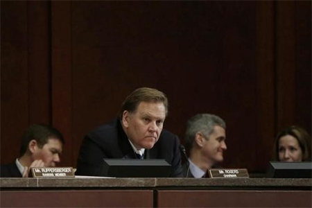 Chairman U.S. Rep. Mike Rogers (R-MI) (C) listens to testimony at the House Intelligence Committee on ''Worldwide Threats'', in Washington February 4, 2014