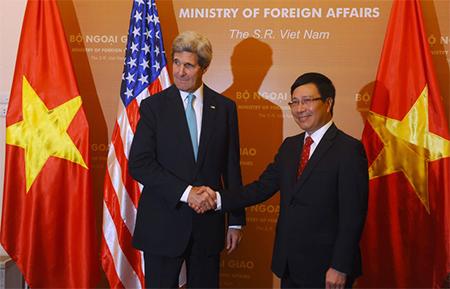 John Kerry & Pham Binh Minh