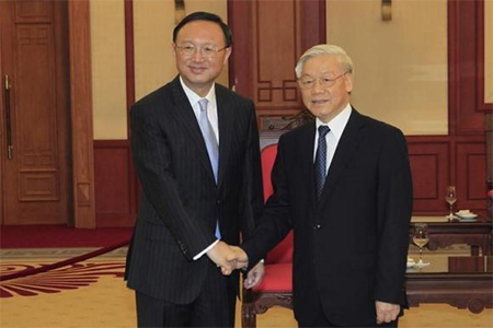 China's State Councillor Yang Jiechi (L) poses for a photo with Vietnam's Communist Party General Secretary Nguyen Phu Trong at the party's office in Hanoi, October 27, 2014