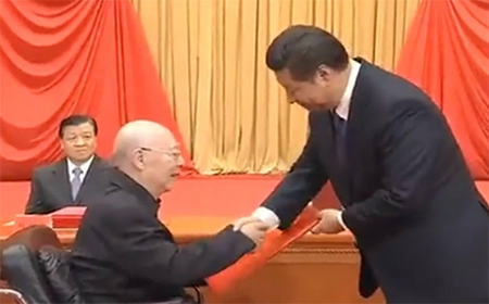 Yu Min (seated) is honoured by President Xi Jinping. Photo: SCMP Pictures